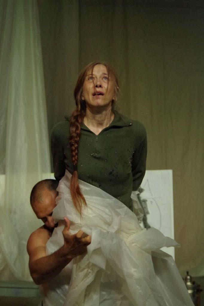 Les Démons mis en scène par Sylvain Creuzevault au théâtre Berthier Odéon - Valérie Dréville et Arthur Igual