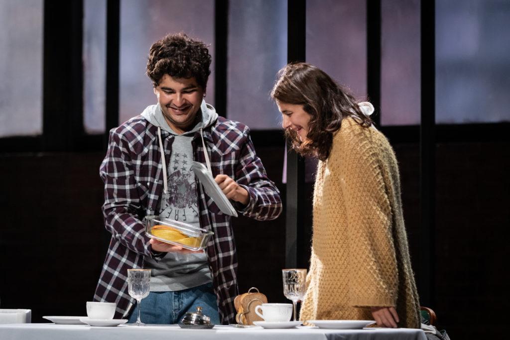 """Sacha Ribeiro et Marie Vialle dans """"Skylight"""" de David Hare, mise en scène de Claudia stagily"""