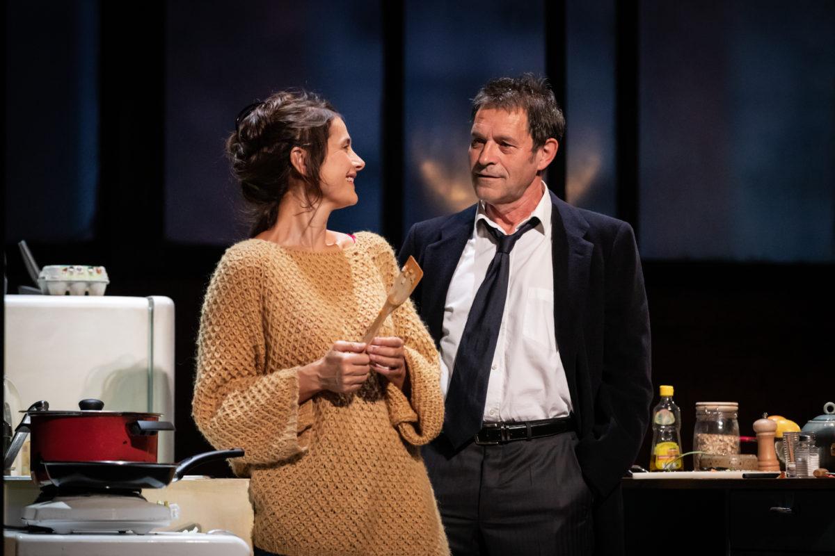 "Marie Vialle et Patrick Catalifo dans ""Skylight"" de David Hare; mise en scène de Claudia Stavisky"